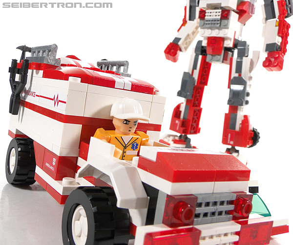 Kre-O Transformers Kreon Medic (Image #40 of 41)