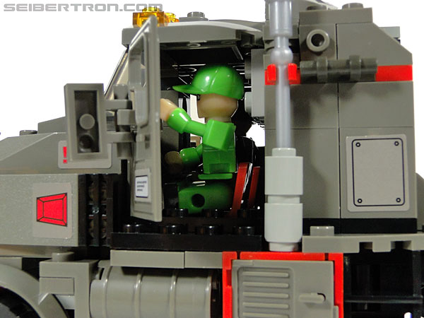 Kre-O Transformers Kreon Specialist (Image #1 of 48)