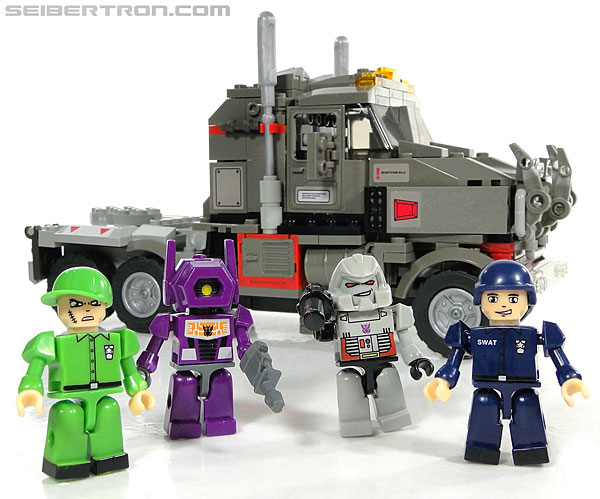 Kre-O Transformers Kreon Specialist (Image #4 of 48)