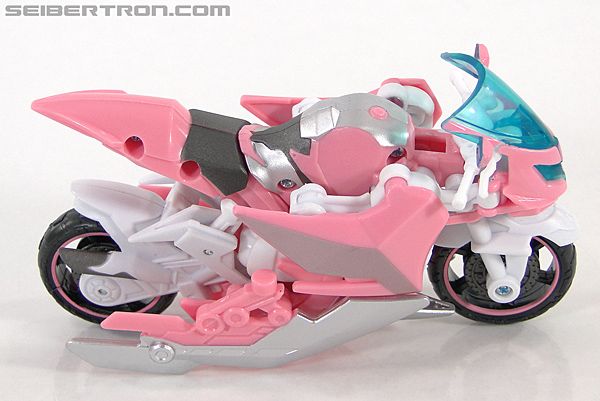 Transformers Prime: First Edition Arcee (NYCC) (Image #4 of 127)