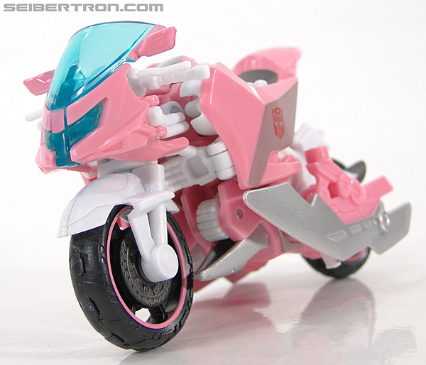 Transformers Prime: First Edition Arcee (NYCC) (Image #10 of 127)