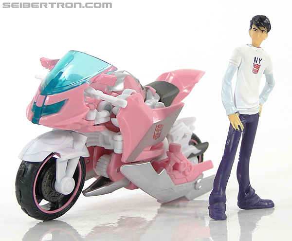 Transformers Prime: First Edition Arcee (NYCC) (Image #17 of 127)