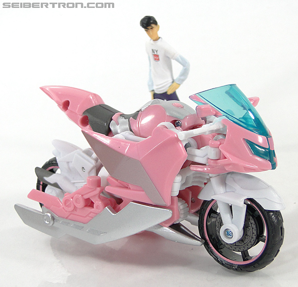 Transformers Prime: First Edition Arcee (NYCC) (Image #18 of 127)