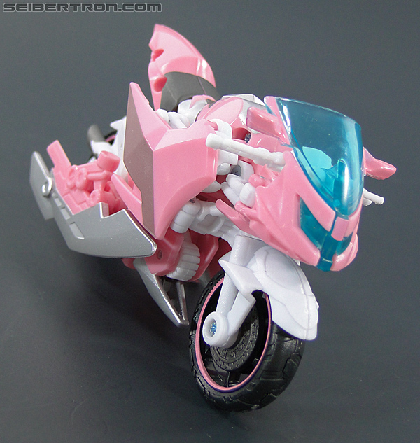 Transformers Prime: First Edition Arcee (NYCC) (Image #23 of 127)