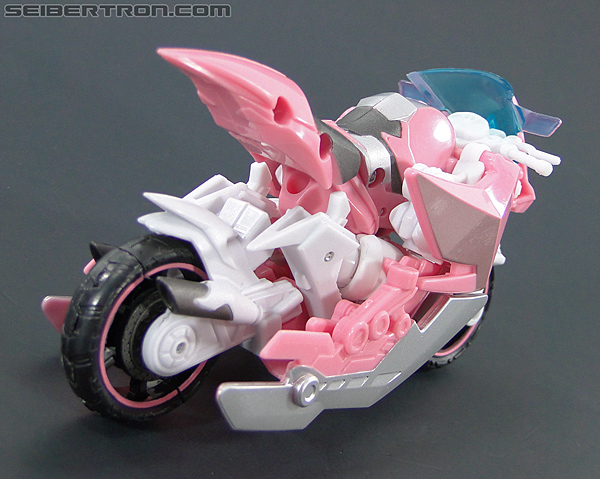 Transformers Prime: First Edition Arcee (NYCC) (Image #25 of 127)