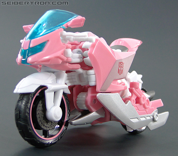 Transformers Prime: First Edition Arcee (NYCC) (Image #29 of 127)