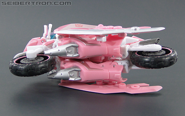 Transformers Prime: First Edition Arcee (NYCC) (Image #31 of 127)