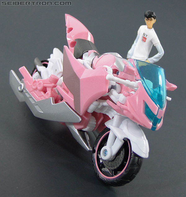 Transformers Prime: First Edition Arcee (NYCC) (Image #35 of 127)