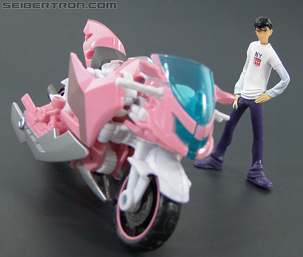 Transformers Prime: First Edition Arcee (NYCC) (Image #36 of 127)