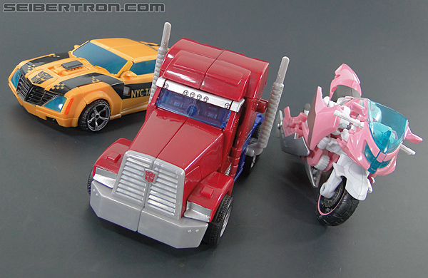 Transformers Prime: First Edition Arcee (NYCC) (Image #40 of 127)