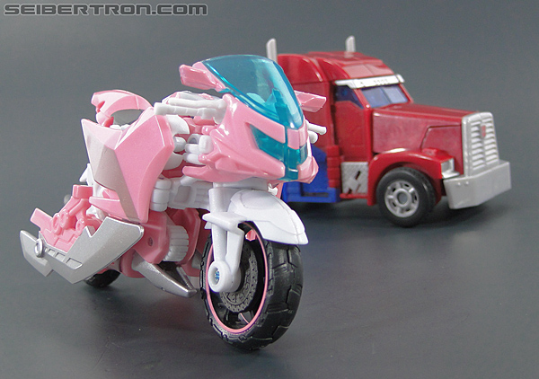 Transformers Prime: First Edition Arcee (NYCC) (Image #42 of 127)