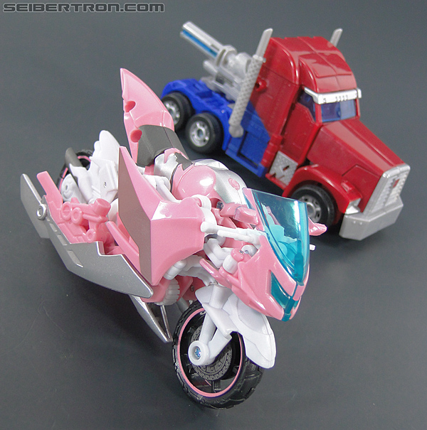 Transformers Prime: First Edition Arcee (NYCC) (Image #43 of 127)