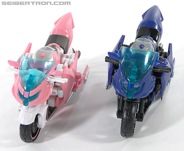 Transformers Prime: First Edition Arcee (NYCC) (Image #46 of 127)