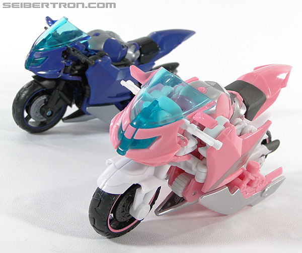 Transformers Prime: First Edition Arcee (NYCC) (Image #47 of 127)