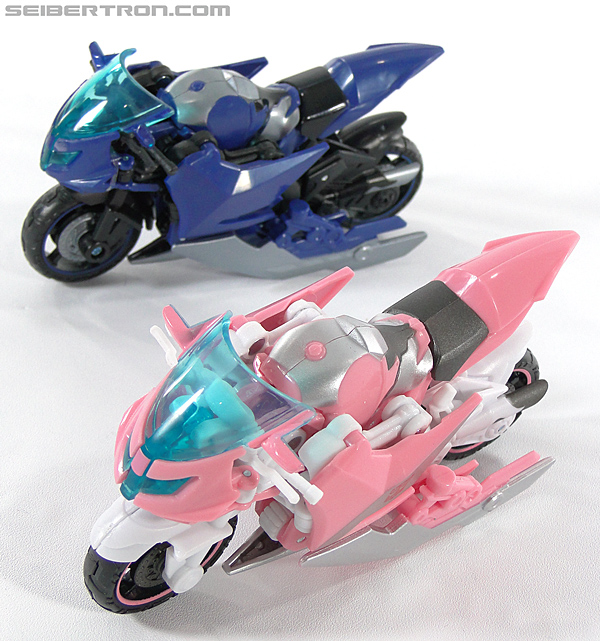 Transformers Prime: First Edition Arcee (NYCC) (Image #48 of 127)