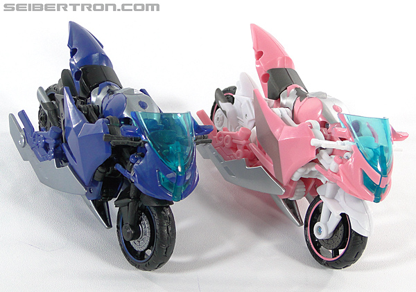 Transformers Prime: First Edition Arcee (NYCC) (Image #49 of 127)