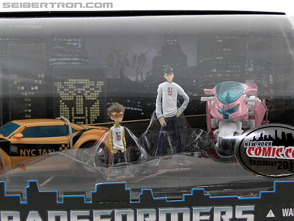 Transformers Prime: First Edition Bumblebee (NYCC) (Image #2 of 185)
