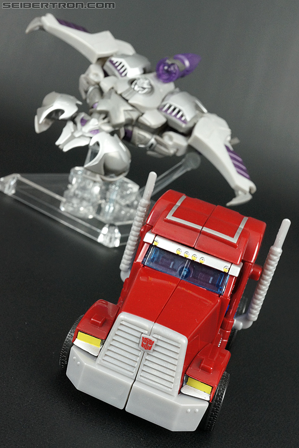 Transformers Prime: First Edition Optimus Prime (Image #33 of 135)