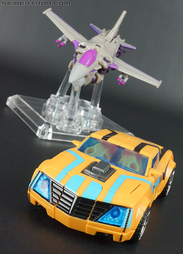 Transformers Prime: Robots In Disguise Bumblebee (Entertainment Pack) (Image #22 of 94)
