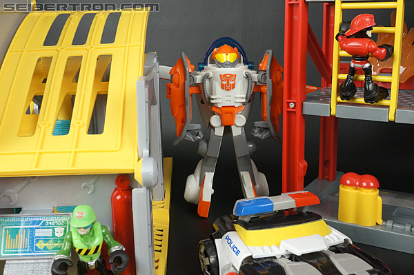 Transformers Rescue Bots Bumblebee Rescue Garage (Image #70 of 80)