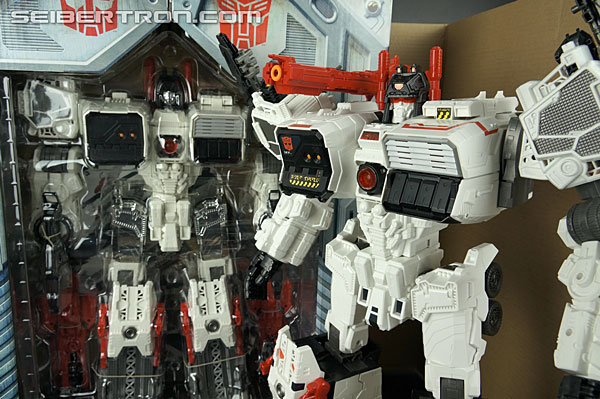 Transformers Comic-Con Exclusives Metroplex (Image #34 of 363)