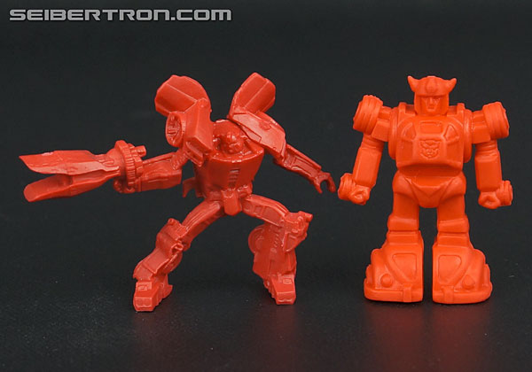 Size comparisons of SDCC 2013 Metroplex mini-figures to G1 Decoys