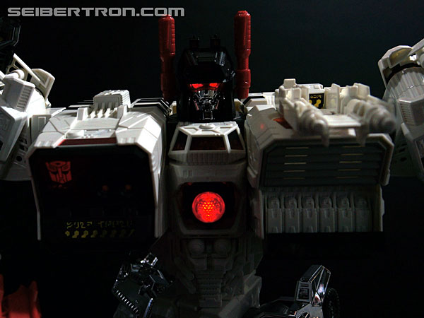 New Galleries: SDCC 2013 exclusive Metroplex with Scamper