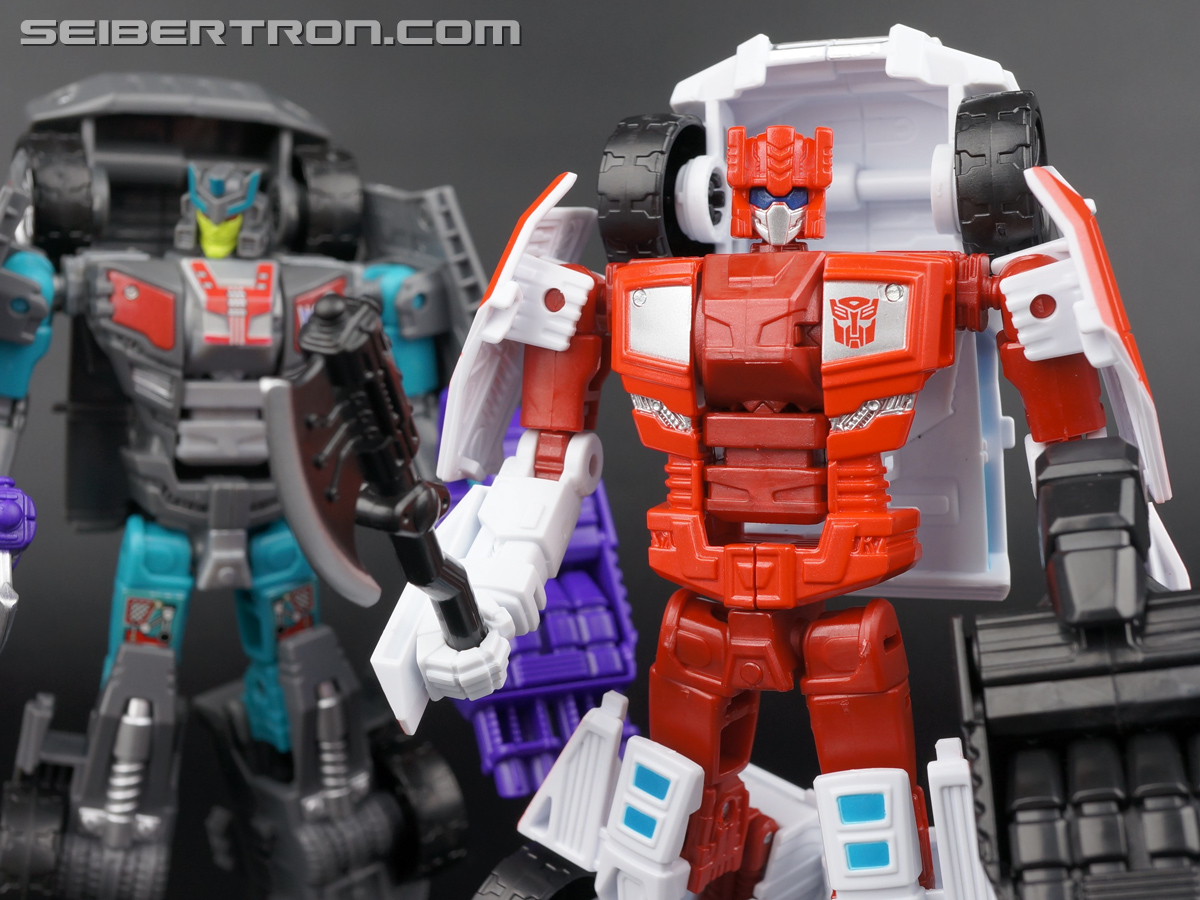 Transformers Generations Combiner Wars First Aid (Image #118 of 137)