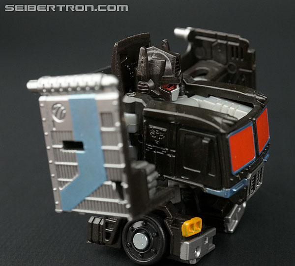 Q-Transformers Black Convoy (Black Optimus Prime) (Image #38 of 78)