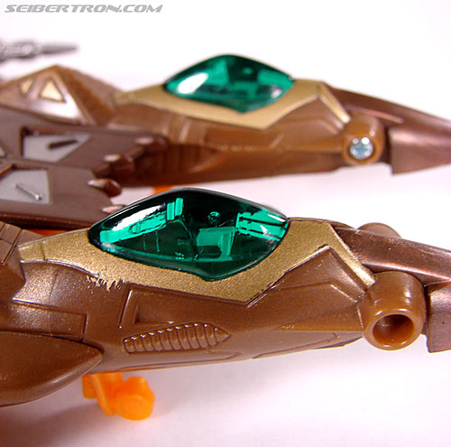 Transformers Club Exclusives Airazor (Chromia 10 Pilot) (Image #32 of 132)