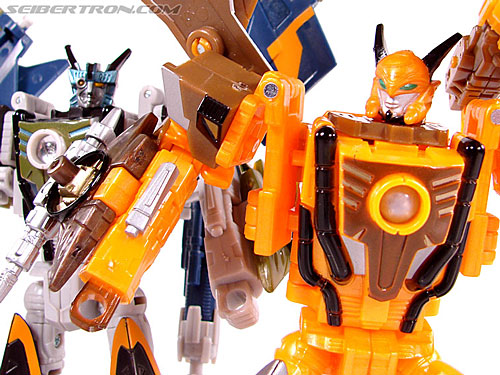 Transformers Club Exclusives Airazor (Chromia 10 Pilot) (Image #98 of 132)