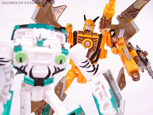 Transformers Club Exclusives Airazor (Chromia 10 Pilot) (Image #106 of 132)