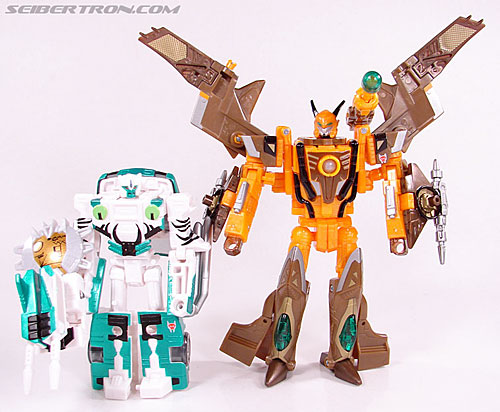 Transformers Club Exclusives Airazor (Chromia 10 Pilot) (Image #109 of 132)