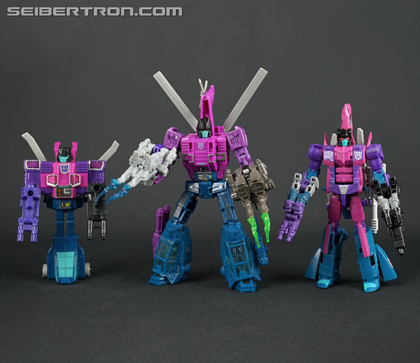Transformers News: New Galleries: WFC Siege Deluxe Class Spinister with Battle Masters Singe and Shrute
