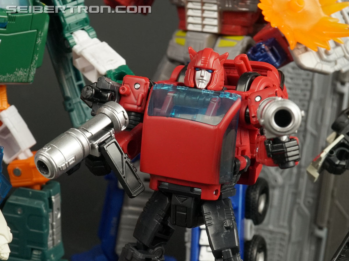 Transformers War for Cybertron: Earthrise Cliffjumper (Image #141 of 141)