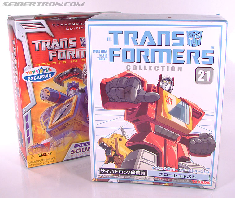 Transformers Collection Blaster (Broadcast)  (Reissue) (Image #1 of 137)
