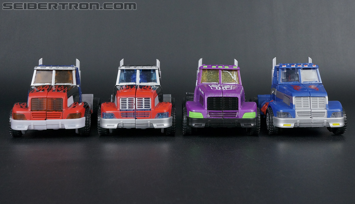 Transformers Convention & Club Exclusives Optimus Prime (Shattered Glass) (Image #25 of 166)