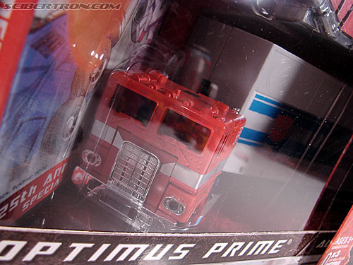 Transformers Classics Optimus Prime (25th Anniversary) (Image #41 of 267)