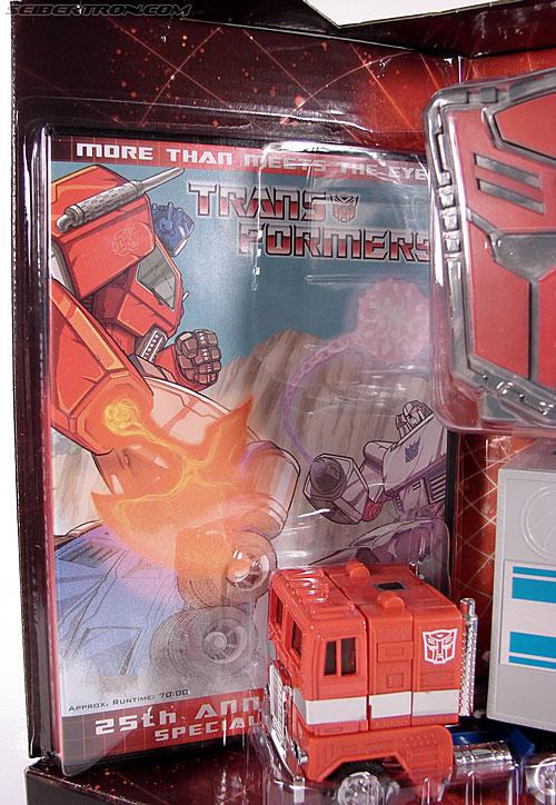 Transformers Classics Optimus Prime (25th Anniversary) (Image #52 of 267)