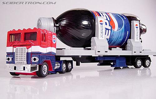 Transformers: Masterpiece  Vs  G1  - Optimus Prime Vs Megatron R_pepsiconvoy055