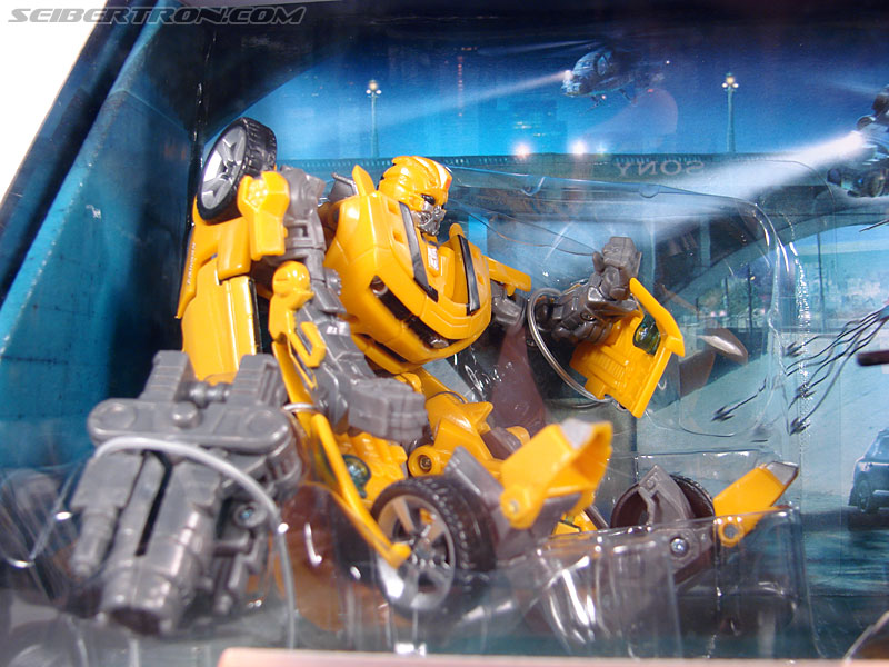 Transformers (2007) Screen Battles: Capture of Bumblebee (Image #2 of 156)
