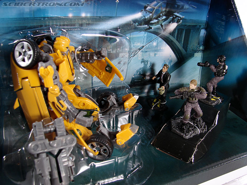 Transformers (2007) Screen Battles: Capture of Bumblebee (Image #24 of 156)