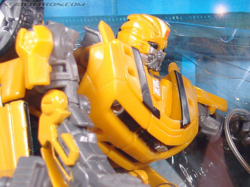 Transformers (2007) Screen Battles: Capture of Bumblebee (Image #3 of 156)