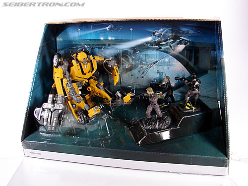 Transformers (2007) Screen Battles: Capture of Bumblebee (Image #23 of 156)