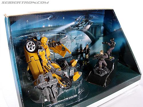 Transformers (2007) Screen Battles: Capture of Bumblebee (Image #25 of 156)