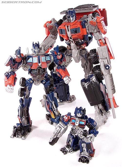 Transformers (2007) Battle Damaged Optimus Prime (Robot Replicas) (Image #37 of 37)