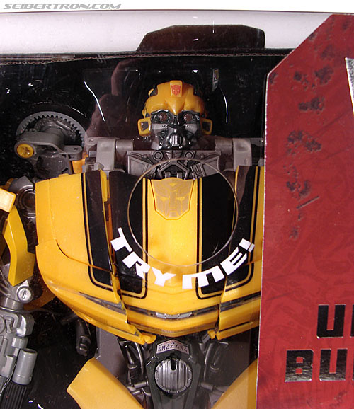 Transformers (2007) Ultimate Bumblebee (Image #2 of 95)