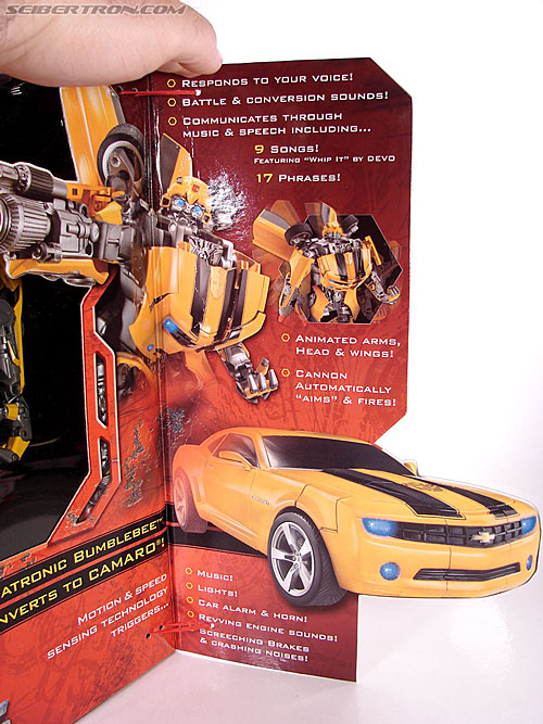 Transformers (2007) Ultimate Bumblebee (Image #6 of 95)