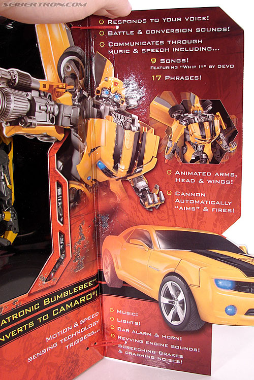Transformers (2007) Ultimate Bumblebee (Image #7 of 95)