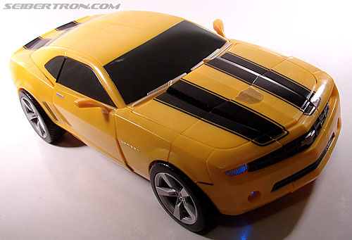Transformers (2007) Ultimate Bumblebee (Image #31 of 95)